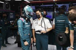 Lance Stroll, Aston Martin, with an engineer