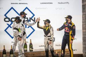 Jamie Chadwick, Stephane Sarrazin, Veloce Racing and Mikaela Ahlin-Kottulinsky, Kevin Hansen, JBXE Extreme-E Team on Ocean Prix podium