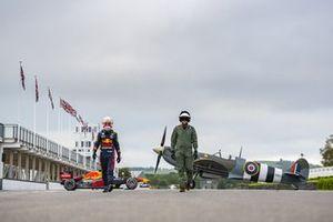 Max Verstappen, Red Bull Racing RB7 e un spitfire