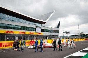 De Formule 1-coureurs tijdens de onthulling van de F1-auto van 2022