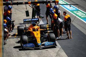 Daniel Ricciardo, McLaren MCL35M, fait un essai de pitstop