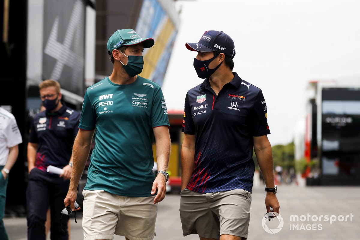 Sebastian Vettel, Aston Martin, Sergio Pérez, Red Bull Racing en el paddock