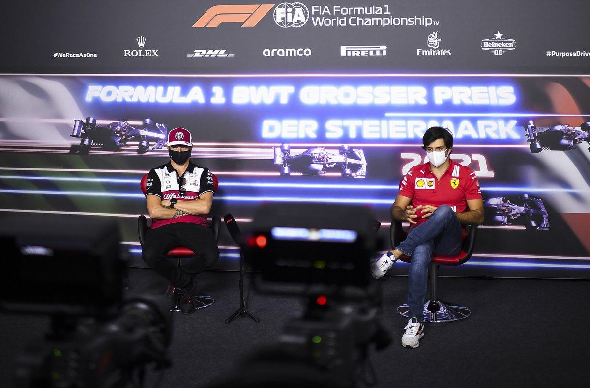 Kimi Raikkonen, Alfa Romeo Racing, Carlos Sainz Jr., Ferrari en la conferencia de prensa