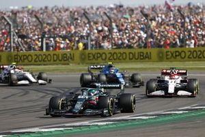 Lance Stroll, Aston Martin AMR21 , Kimi Raikkonen, Alfa Romeo Racing C41, et Esteban Ocon, Alpine A521