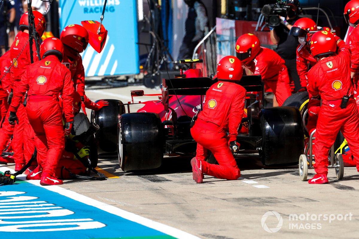 Charles Leclerc, Ferrari SF21, nei box