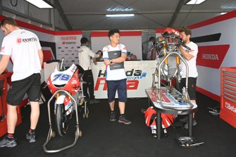 Le box du team Honda Asia