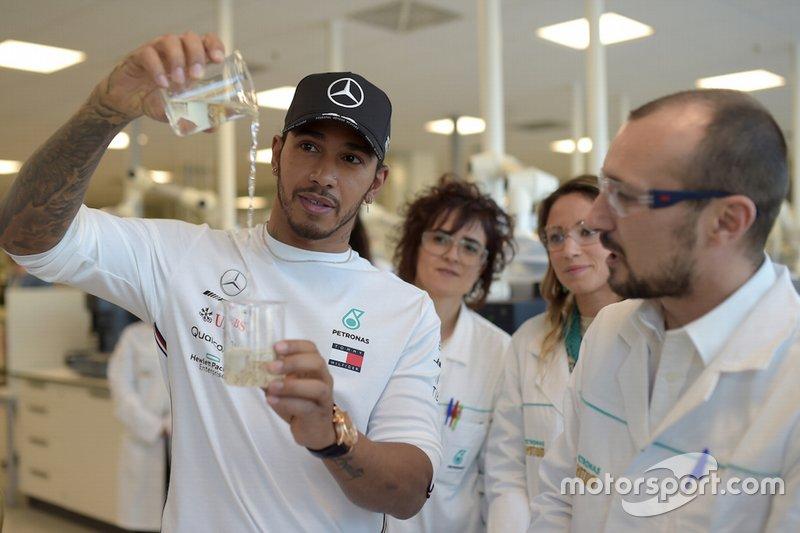 Lewis Hamilton, Mercedes-AMG Petronas Motorsport en el Centro de Investigación y Tecnología Petronas en Turín