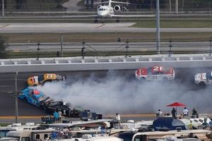 Crash of Kurt Busch, Chip Ganassi Racing Chevrolet, Darrell Wallace Jr., Richard Petty Motorsports Chevrolet