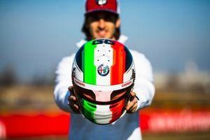 Helmet of Antonio Giovinazzi