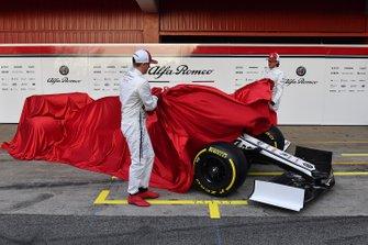 Kimi Raikkonen, Alfa Romeo Racing, Antonio Giovinazzi, Alfa Romeo Racing unveil the Alfa Romeo Racing C38