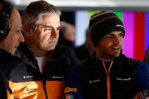 Gil De Ferran, McLaren Sporting Director and Carlos Sainz Jr, McLaren