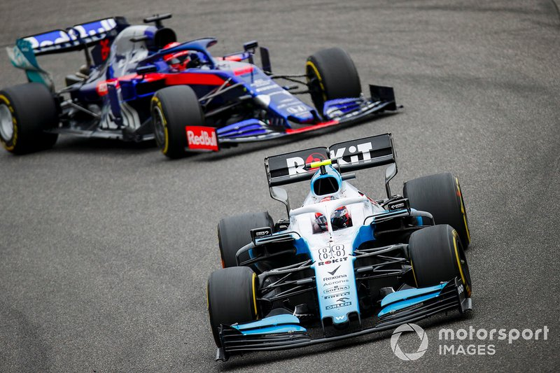 Robert Kubica, Williams FW42, y Daniil Kvyat, Toro Rosso STR14