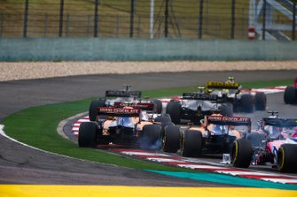 Daniil Kvyat, Toro Rosso STR14, collides with Carlos Sainz Jr., McLaren MCL34, and Lando Norris, McLaren MCL34, on the opening lap