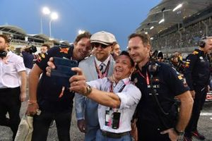James Martin de Red Bull, el actor y director Guy Ritchie, el jinete Frankie Dettori, y Christian Horner