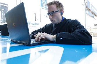 L'ingegnere di Felix Rosenqvist, Chip Ganassi Racing Honda