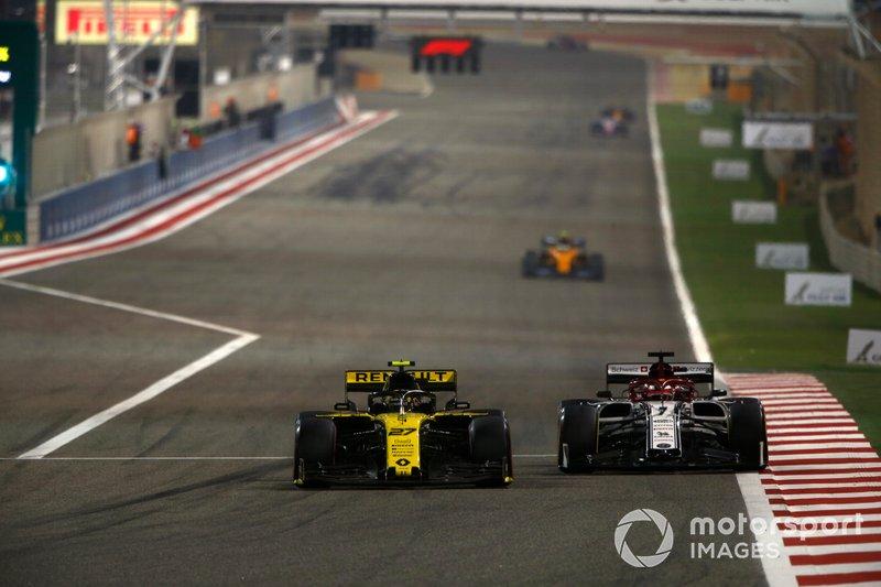 Nico Hulkenberg, Renault R.S. 19, lotta con Kimi Raikkonen, Alfa Romeo Racing C38