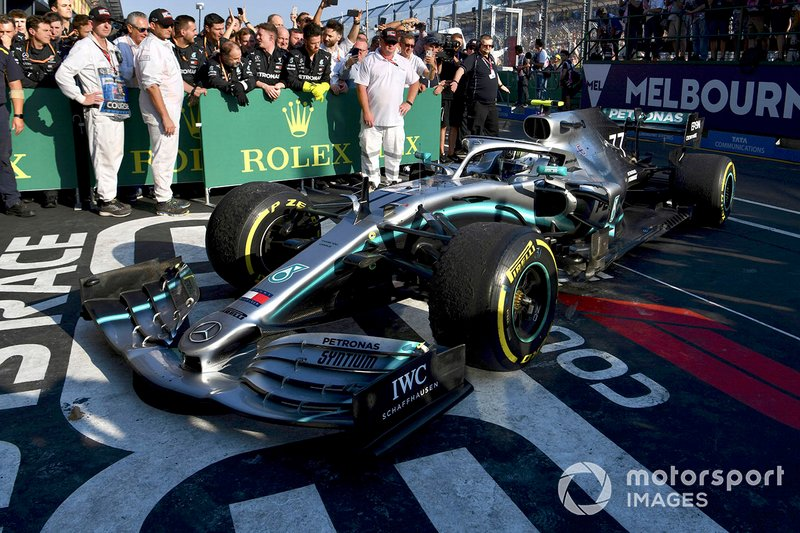 Ganador, Valtteri Bottas, Mercedes AMG W10, en Parc Ferme