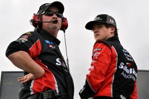 Harrison Burton, Kyle Busch Motorsports, Toyota Tundra Safelite AutoGlass and Mike Hillman