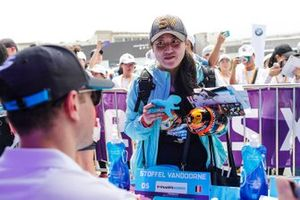 A Stoffel Vandoorne fan meets her favourite driver