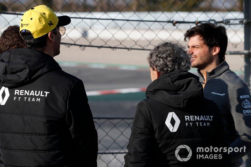 Daniel Ricciardo, Renault F1 Team, Alain Prost, Renault F1 Team Special Advisor and Carlos Sainz Jr., McLaren trackside