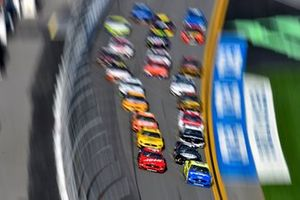 Daniel Suarez, Stewart-Haas Racing, Ford Mustang Haas Automation and Ryan Blaney, Team Penske, Ford Mustang Menards/Peak