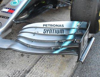 Detalle del alerón delantero del Mercedes AMFG F1 W10