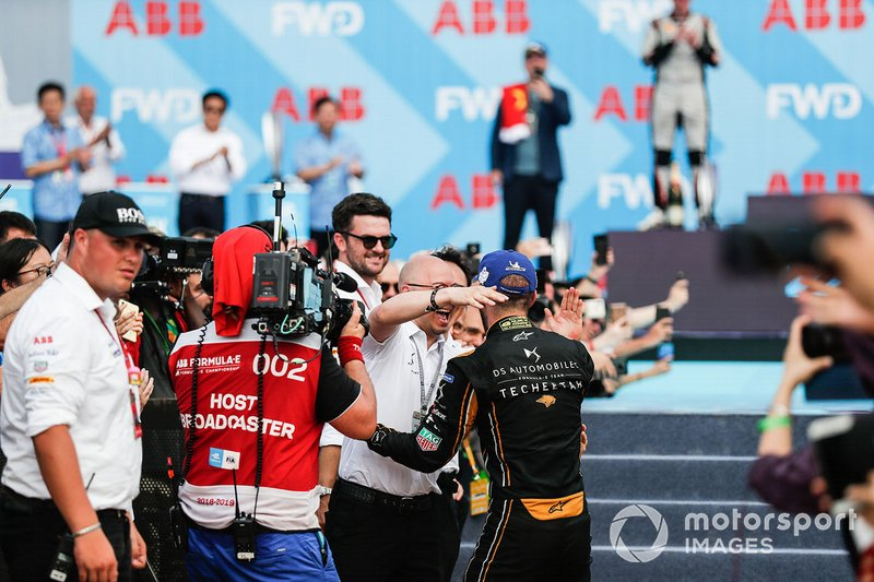 Jean-Eric Vergne, DS TECHEETAH, DS E-Tense FE19, celebrates with the team on his way to the podium
