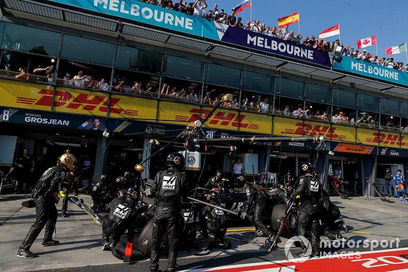 Kevin Magnussen, Haas F1 Team VF-19, effettua la sosta