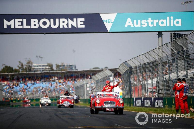 Charles Leclerc, Ferrari, en el desfile de pilotos