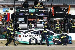 Ryan Blaney, Team Penske, Ford Mustang MoneyLion pit stop