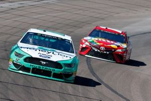 Ryan Blaney, Team Penske, Ford Mustang MoneyLion, Kyle Busch, Joe Gibbs Racing, Toyota Camry SKITTLES