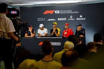 Max Verstappen, Red Bull Racing, Lewis Hamilton, Mercedes AMG F1, Daniel Ricciardo, Renault F1 Team, Sebastian Vettel, Ferrari and Robert Kubica, Williams Racing, in de persconferentie