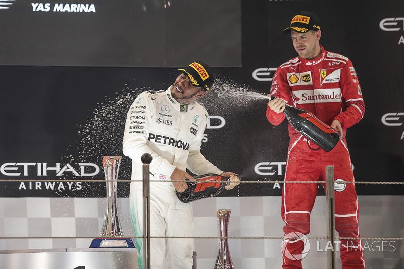 Podyum: ikinci Lewis Hamilton, Mercedes AMG F1, üçüncü Sebastian Vettel, Ferrari