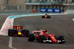 Kimi Raikkonen, Ferrari SF70H voor Max Verstappen, Red Bull Racing RB13 en Nico Hulkenberg, Renault