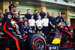 Daniel Ricciardo, Red Bull Racing, Max Verstappen, Red Bull Racing bij de teamfoto