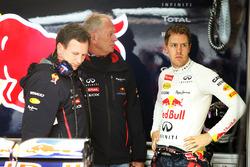 Гонщик Red Bull Racing Себастьян Феттель, руководитель команды Кристиан Хорнер и консультант Red Bul