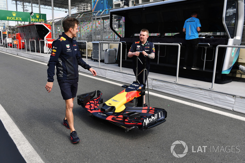 Red Bull Racing mechanics with a nose cone of RB14