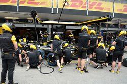 Renault Sport F1 Team s'entraîne aux arrêts au stand