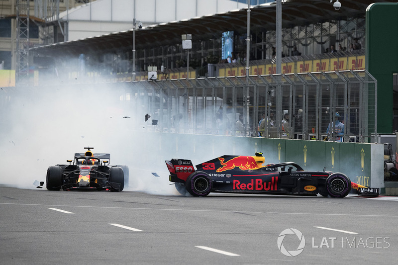 Max Verstappen en Daniel Ricciardo, Red Bull Racing RB14 crash