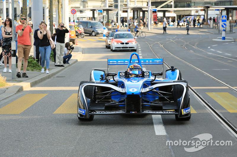 Sébastien Buemi in azione tra le strade di Zurigo