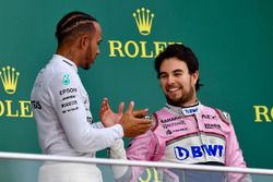 Podio: Ganador, Lewis Hamilton, Mercedes-AMG F1 y Sergio Perez, Force India