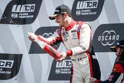 Podio: ganador de la carrera Aurélien Comte, DG Sport Competition Peugeot 308TCR