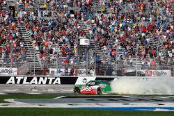Kevin Harvick, Stewart-Haas Racing with Biagi-Denbeste Racing, Hunt Brothers Pizza Ford Mustang burn