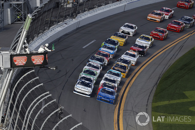 Kyle Larson, Chip Ganassi Racing, DC Solar Chevrolet Camaro, Elliott Sadler, JR Motorsports, OneMain