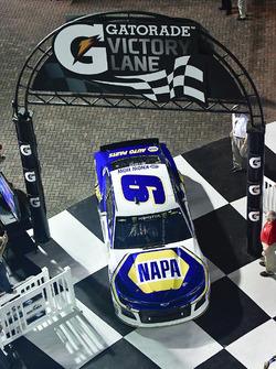 Il vincitore della gara Chase Elliott, Hendrick Motorsports Chevrolet Camaro