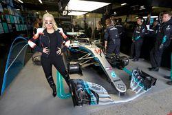 Christina Aguilera en el garaje de Mercedes