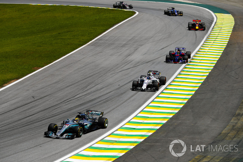 Lewis Hamilton, Mercedes AMG F1 W08, Lance Stroll, Williams FW40, Brendon Hartley, Scuderia Toro Ros