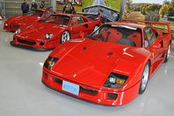 ガレージに並べられたフェラーリF40、F40Competizione、
