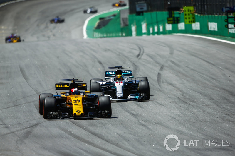 Nico Hulkenberg, Renault Sport F1 Team RS17, Lewis Hamilton, Mercedes AMG F1 W08