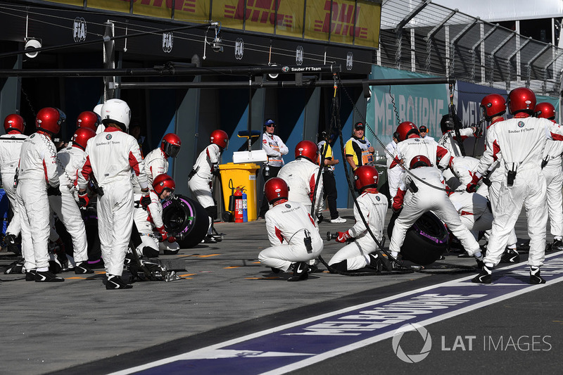 Sauber mechanics await a pit stop